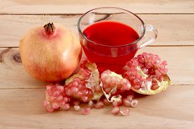 picture of pomegranate  - Pomegranate fruit is eaten as a sweet or sour and sweet pomegranate is a fruit that have health benefits - JPG