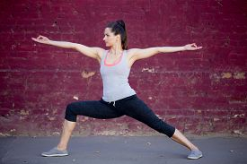 picture of virabhadrasana  - Yoga in the city - JPG
