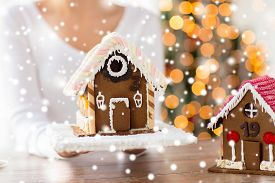 picture of gingerbread house  - cooking - JPG