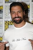 SAN DIEGO, CA - JULY 13: Manu Bennett arrives at the 2012 Comic Con convention press room at the Bay
