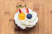 picture of kumquat  - Cupcake with strawberries - JPG