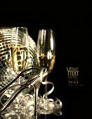 Постер, плакат: Серебряный партии обуви с бокалами шампанского