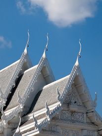foto of gable-roof  - Gable roof White Church With clear skies - JPG