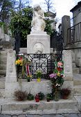picture of chopin  - the tombstone of frederic chopin in pere lachaise