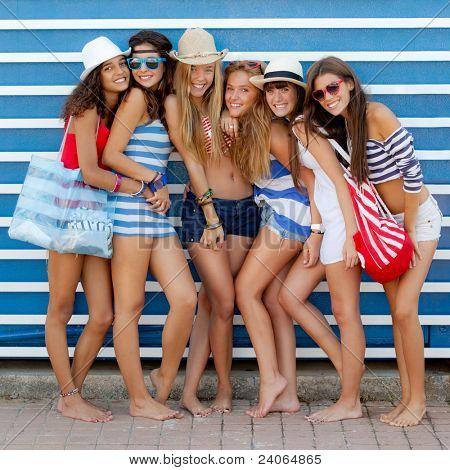 Постер, плакат: Подросток Мода модели летом пляжная одежда, холст на подрамнике