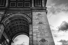 picture of bonaparte  - The triumphal arch at the beginning of the Avenue des Champs - JPG