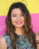 LOS ANGELES - MARCH 23:  Miranda Cosgrove arrives to the Kid's Choice Awards 2013  on March 23, 2013