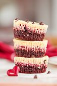 foto of irresistible  - Stack of three irresistible red velvet mini cheesecakes with small red heart - JPG