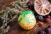 Постер, плакат: Muffin with thyme and dry lime
