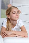Постер, плакат: Портрет 10 летняя блондинка девочка