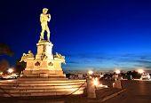 Постер, плакат: Статуя Давида расположенный в Майкл Анджело парк Флоренция Италия