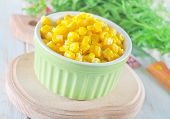 pic of sweet-corn  - sweet corn in bowl and on a table - JPG