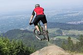 ������, ������: Mountain Bike Rider Jumping Precipice