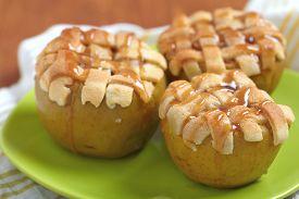 image of crust  - Baked apple with pie crust - JPG