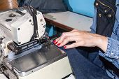 pic of sewing  - Industrial sewing machines sewing machine operator with chain - JPG