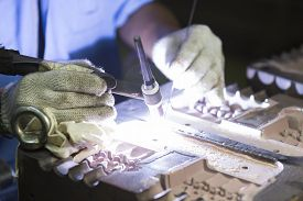 picture of tig  - Welding work by TIG welding to repair mold - JPG
