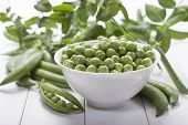 Постер, плакат: Fresh Green Peas In A White Bowl