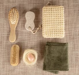 picture of pumice-stone  - Small wooden spa set with sponge - JPG
