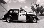 Постер, плакат: Ретро полицейский автомобиль