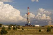 picture of oil drilling rig  - gas rig drills for natural gas in north texas helping to find energy in us for both homes and industry - JPG
