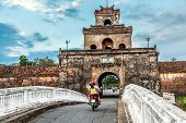 pic of palace  - The palace gate - JPG