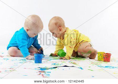 Постер, плакат: Два дети живопись на белом фоне, холст на подрамнике