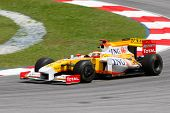 SEPANG - APRIL 4: ING Renault's Fernando Alonso practices at the 2009 F1 Petronas Malaysian Grand Pr