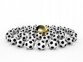 Постер, плакат: Золотой футбольный мяч в многих белые футбольные мячи