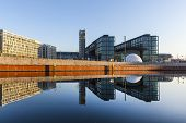Постер, плакат: Morning View Of Central Station With Reflection From River Spree