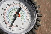 picture of gage  - pressure gage on a tyre inflator showing zero psi  - JPG