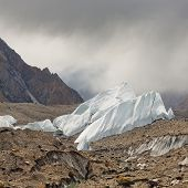 pic of skardu  - Ice formations rising from the scree - JPG
