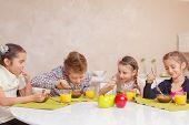 pic of school lunch  - Good appetite - JPG