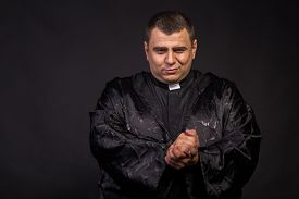 picture of priest  - The priest - JPG