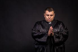 pic of priest  - The priest - JPG