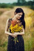 ������, ������: Brunette With Flowers