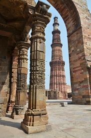 picture of qutub minar  - Qutub Minar Tower in New Delhi - JPG