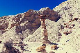 foto of hoodoo  - Toadstool hoodoos in the Utah desert - JPG