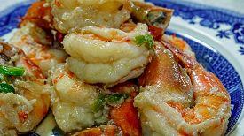 picture of chinese wok  - Chinese king prawn dish  - JPG