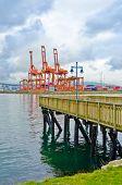 Постер, плакат: Вид на Порт Ванкувер от припортового парка в Ванкувере Канада