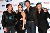 LOS ANGELES - FEB 20:  Keith Urban, Jennifer Lopez, Harry Connick Jr, Ryan Seacrest at the American