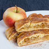 pic of patty-cake  - Homemade apple pie - JPG