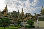 pic of yangon  - Buddhist shrine - JPG