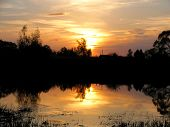 pic of paysage  - Sunset on the lake through the looking glass  - JPG