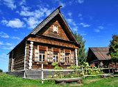 picture of household farm  - Photo of an old wooden house in Suzdal - JPG
