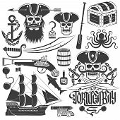 Постер, плакат: creating pirate logo