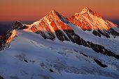 Постер, плакат: Закат света над Шрекхорн пик Швейцария наследие ЮНЕСКО