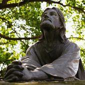picture of pray  - Jesus Christ statue sculpture pray praying prayer - JPG