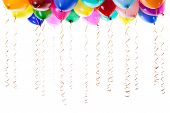 bunten Luftballons mit Helium und mit goldenen Streamer, isolated on white
