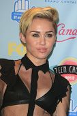LOS ANGELES - AUG 11: Miley Cyrus in the press room at the 2013 Teen Choice Awards at Gibson Amphith