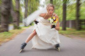 image of runaway  - A beautiful runaway bride on roller skates - JPG